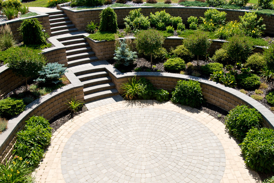 Ravine Estate Landscaping: Earthworm Landscape Design Co.