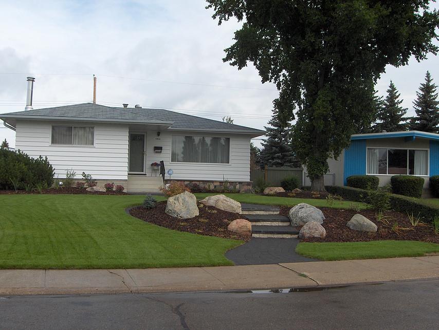 Bungalow Landscaping: Earthworm Landscape Design Co. on Bungalow Backyard Ideas id=88128