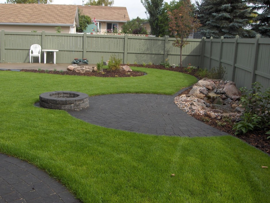 Bungalow Landscaping: Earthworm Landscape Design Co. on Bungalow Backyard Ideas id=17368