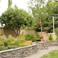 Mature lot garden design including garden pictures with patio design and walkways.