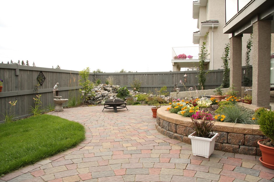 Small Yard Landscaping: Earthworm Landscape Design Co. on Tiny Yard Landscaping id=28537