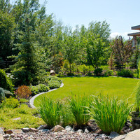 Estate landscaping for big backyards with fantastic flower garden ideas.